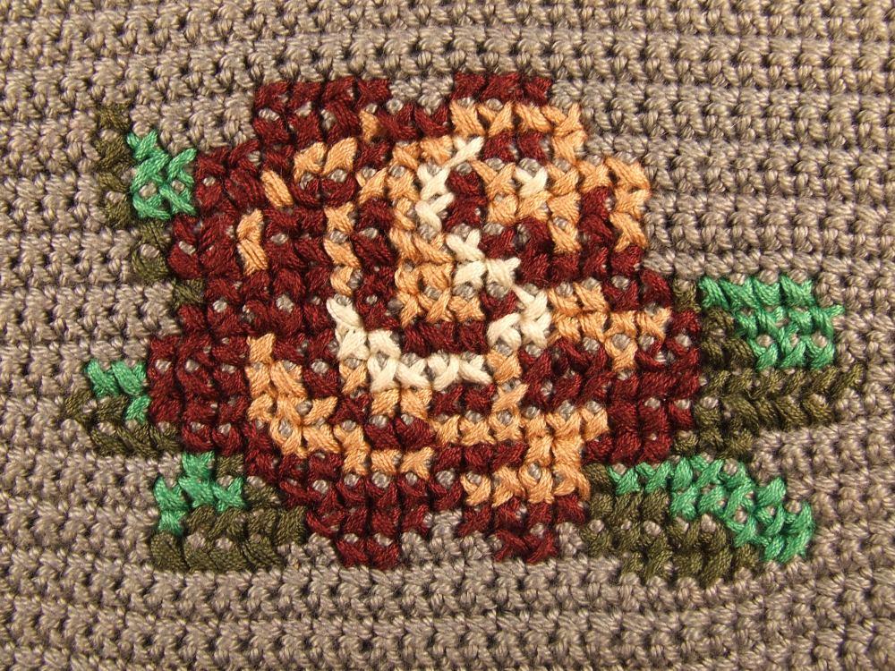 crochet-clutch-rose_4