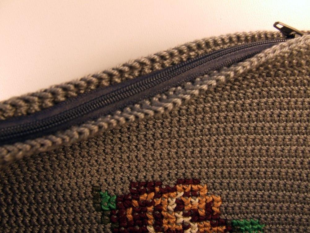 crochet-clutch-rose_6
